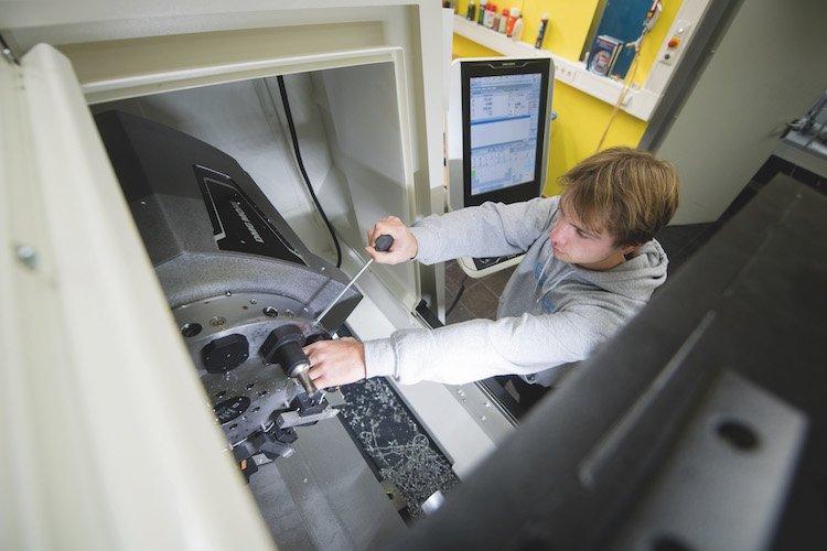 Fertigungsmechanik - Berufsschule für Fertigungstechnik - Berufliches Schulzentrum an der Deroystraße München